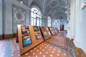 """Allestimento mostra """"AniMA. La magia del Cinema d'Animazione da Biancaneve a Goldrake"""" all'interno delle sale di Palazzo Medici Riccardi (Firenze)"""